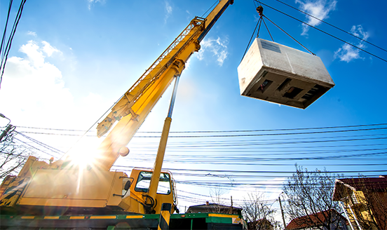 Mobile crane operating by lifting and moving an electric generator